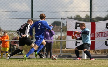 Andy Ring comes close to opening the scoring.